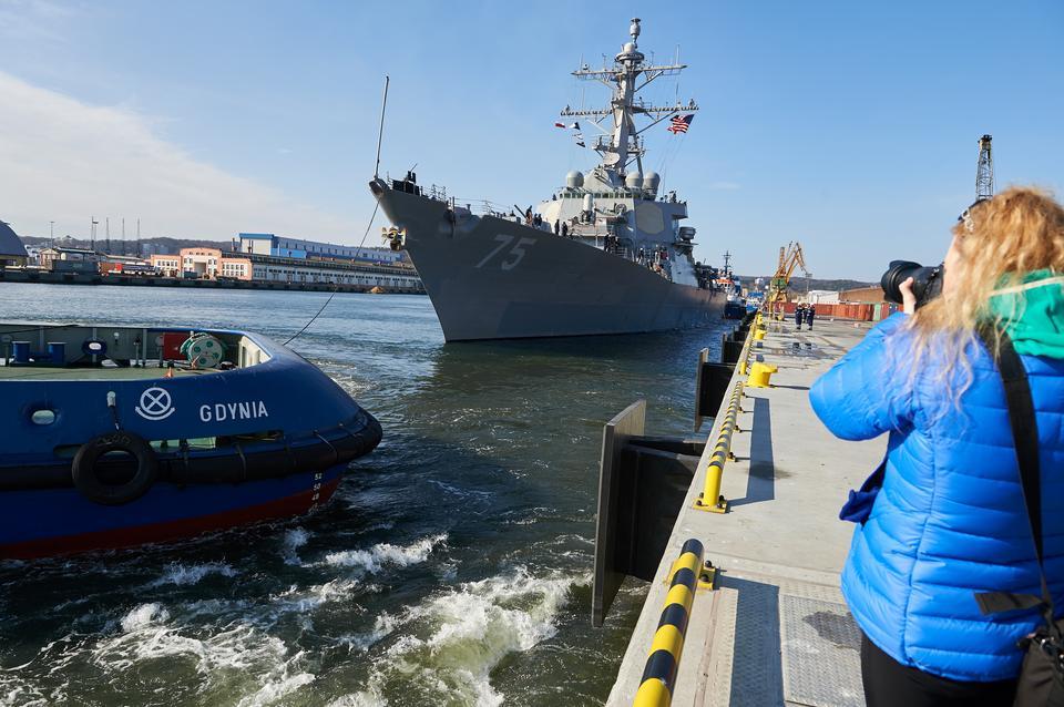 Gdynia: amerykański niszczyciel USS Donald Cook wpłynął do portu
