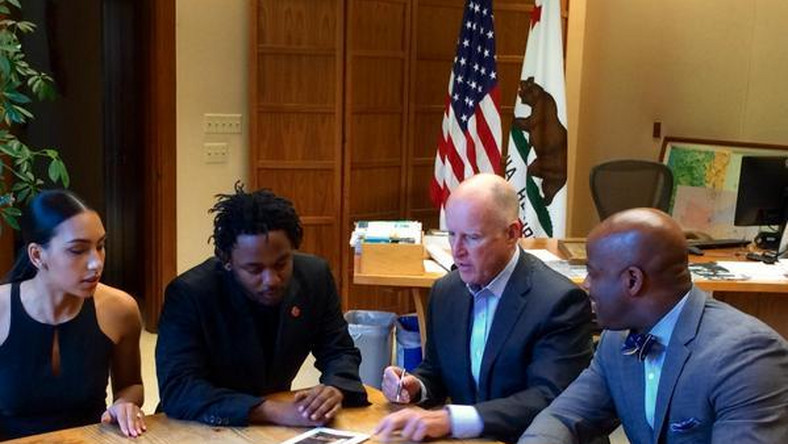 Kendrick Lamar has been honoured with the 35th Senate District's Generational Icon Award, which was presented by him to State Senator and fellow Compton native Isadore Hall III on Monday, May 11.