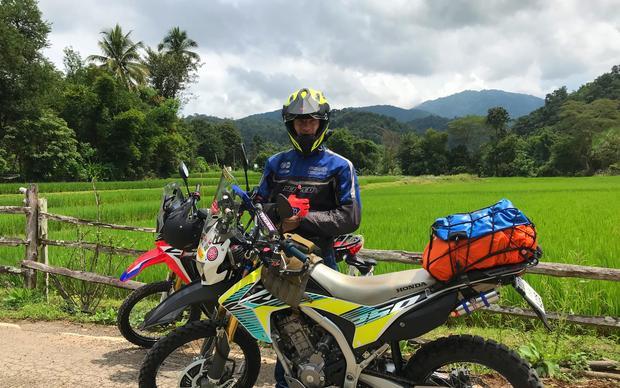 Wycieczki motocyklowe wzdłuż upraw ryżu