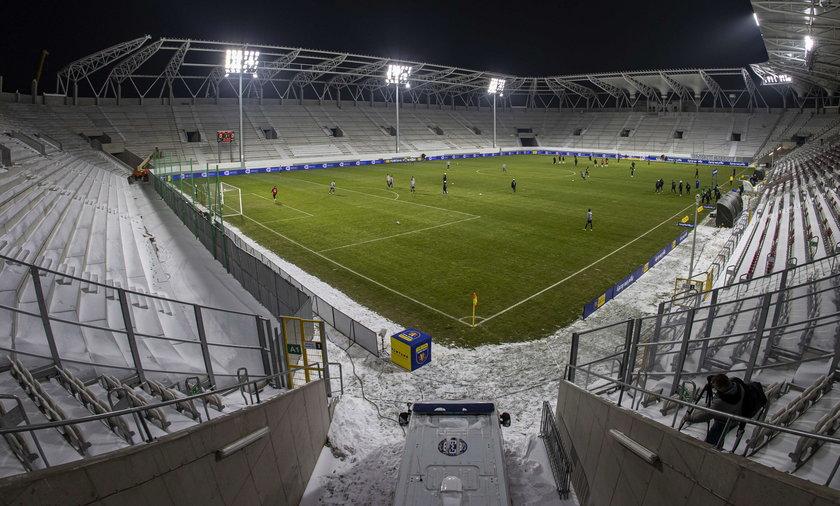 """Na zdjęciu stadion Legii Warszawa, która ze względu na wyższe przychody z reklam, załapie się na stawkę 10 proc. - wylicza """"Rz""""."""