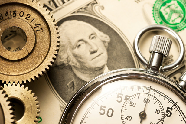 Aby zarobić, dolar musi być stabilny
