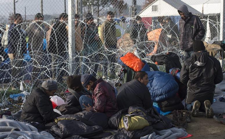 Znalezione obrazy dla zapytania: imigranci na greckiej granicy zdjecia