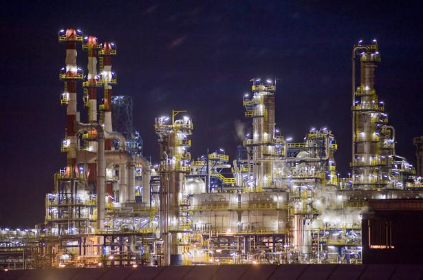 PiS będzie rządził w spółkach Skarbu Państwa, na zdjęciu: rafineria Lotos