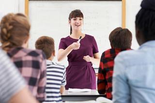 Samorządy i związki zawodowe oceniają propozycję podwyżek dla nauczycieli [KONFRONTACJE DGP]