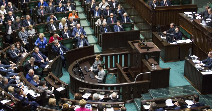 Za włączeniem do obrad punktu dotyczcego zakazu handlu w niedzielę są PO oraz Nowoczesna