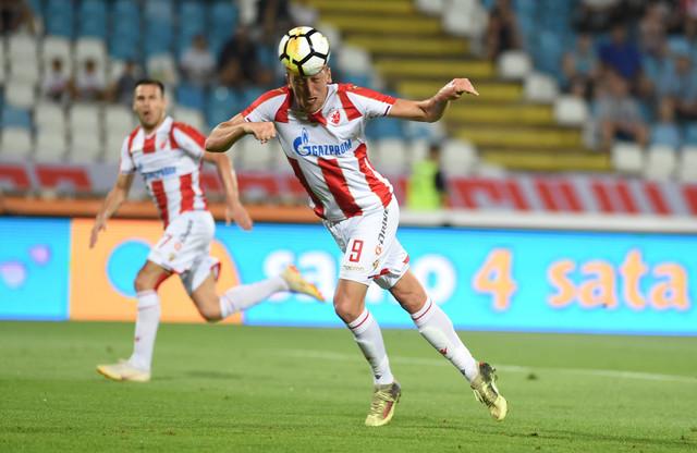 Pavkov pokušava da matira Stevanovića na meču Zvezda - Čukarički
