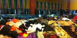 Czym śmierdzą ubrania z second-handów?