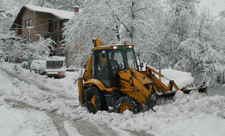 NOVA VAROS 01-palo 20 centimetara snega ali svi su putevi prohodni foto zeljko dulanovic
