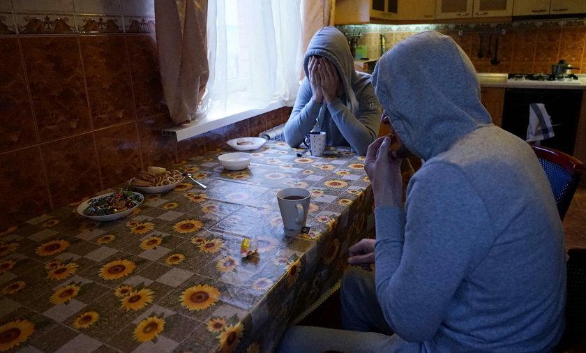 Wstrząsające wyznania z Czeczenii: rodzice zmuszeni do zabijania synów gejów