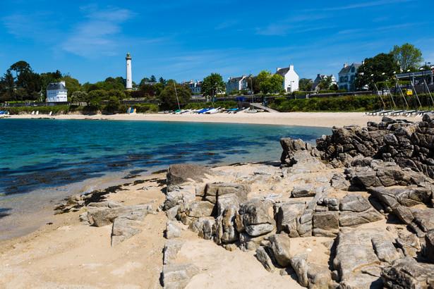 Plaża w Benodet, przy ujściu rzeki Odet do Oceanu Atlantyckiego, Bretania, Francja.