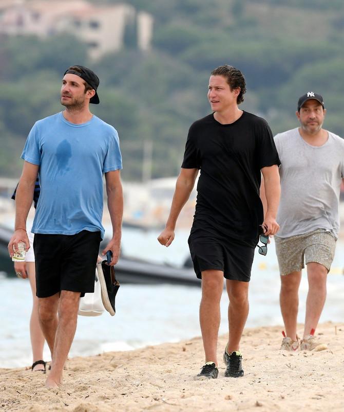 Nijakros (u plavoj majici) sa najboljim prijateljem Vitom Šnabelom
