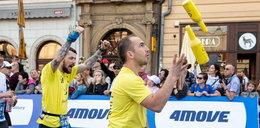 Pokonuje maratony żonglując
