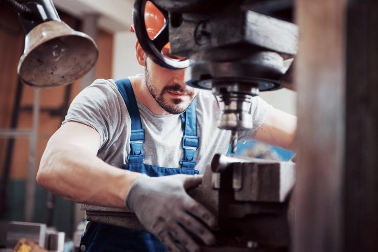 fabrika masina shutterstock 1159964395 industrija privreda