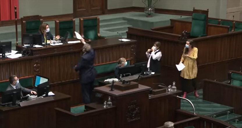 Awantura w szeregach KO. Jachira naśmieciła w Sejmie, a Kidawa-Błońska ... I wtedy włącza się poseł Cymański