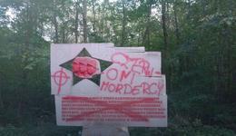 """""""Czerwoni mordercy"""" na pomniku żołnierzy"""