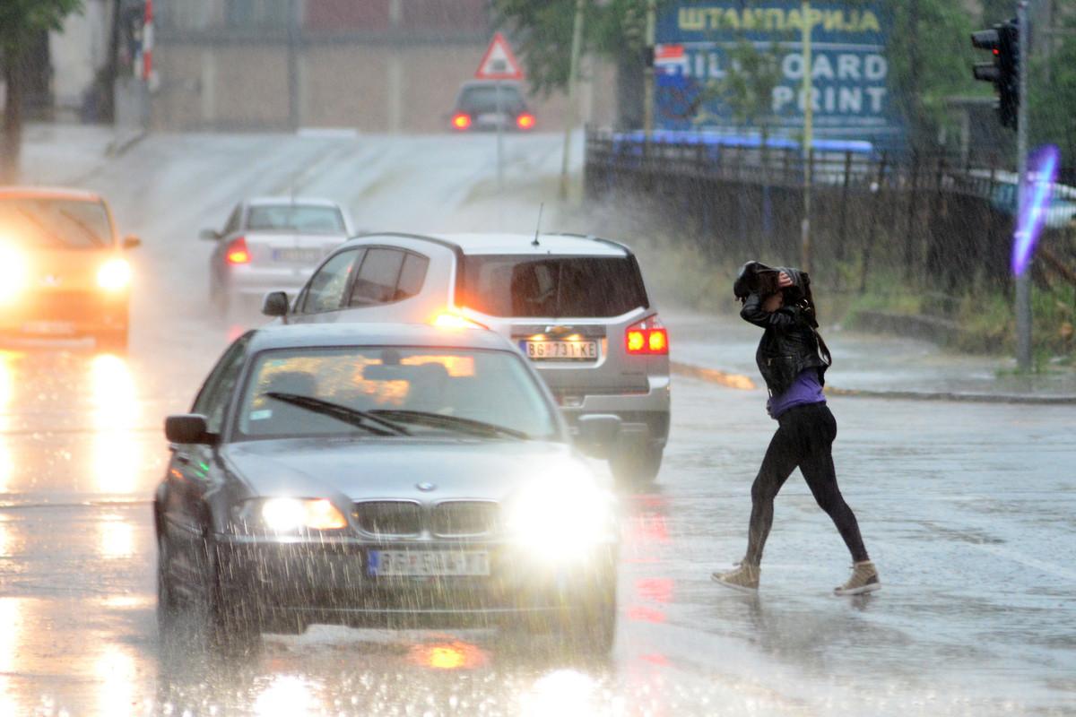 PLJUSAK U BEOGRADU Meteorolozi najavljuju 30 litara kiše, grmljavinu, GRAD I OLUJNI VETAR VIDEO