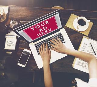 Uważaj, w co klikasz w internecie. Boty potrafią rozpoznawać klienta z imienia i nazwiska