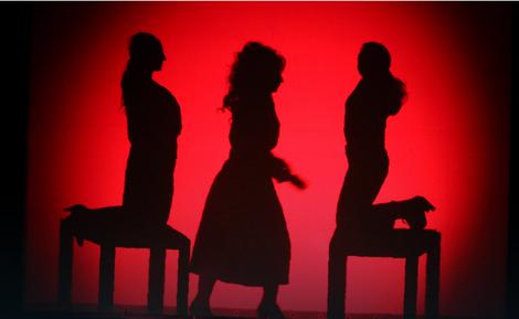 """Scena iz predstave """"Tri lica samoće"""""""
