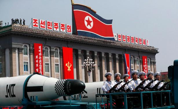 Na początku tygodnia MSZ w Pjongjangu oświadczyło Korea Północna jest gotowa stanowczo odpowiedzieć na wszelkie działania zbrojne wynikające z wysłania przez Stany Zjednoczone grupy bojowej marynarki wojennej w rejon Półwyspu Koreańskiego