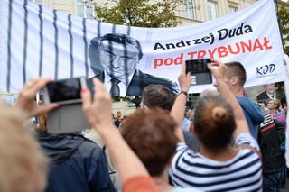 KOD demonstrował pod hasłem 'Andrzej Duda pod Trybunał'