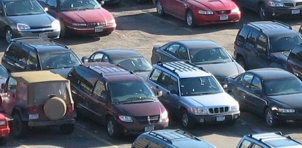 Starości płacą za przechowywanie porzuconych pojazdów