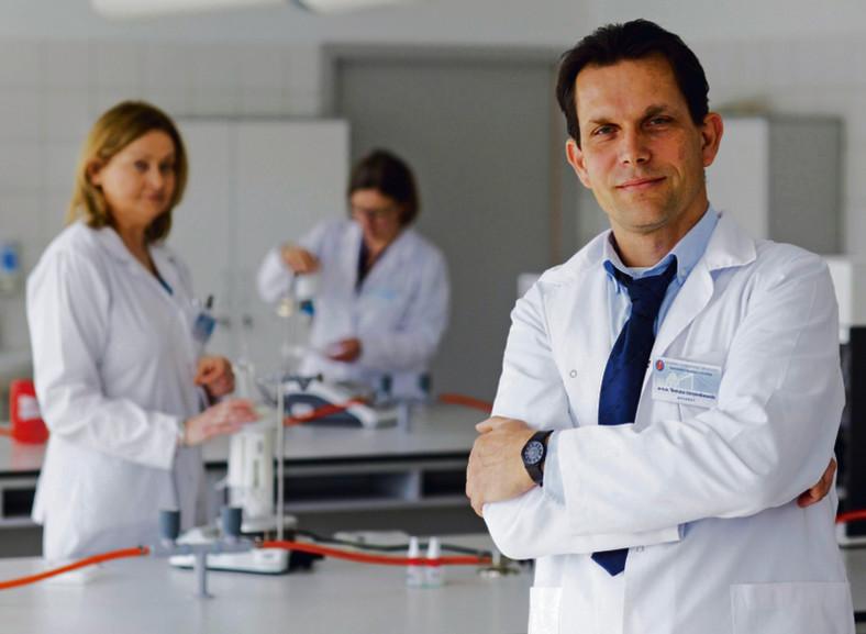Dr Katarzyna Wiśniewska, dr hab. Lidia Piechowicz i dr Tomasz Jarzembowski z Uniwersytetu Gdańskiego