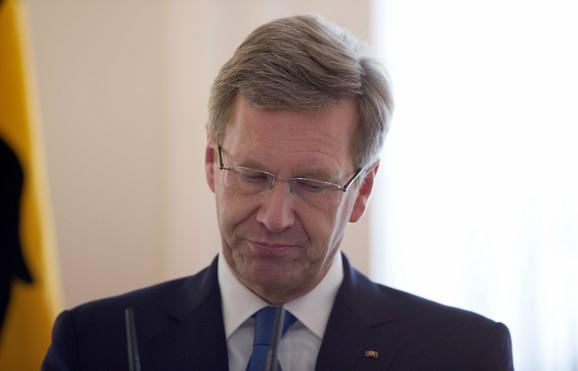 Kristijan Vulf saopštava odluku da podnosi ostavku