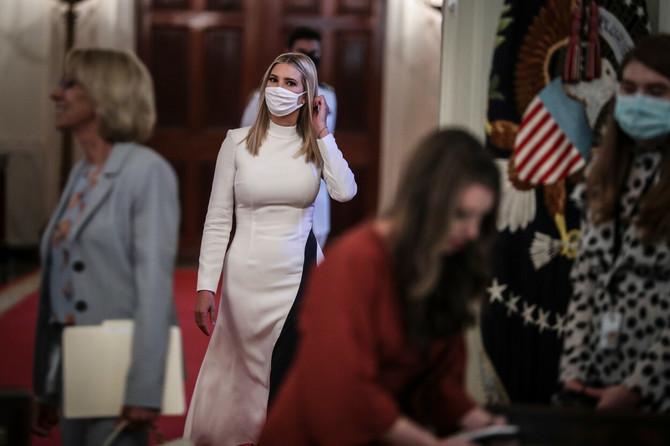 Ivanka sa maskom u Beloj kući