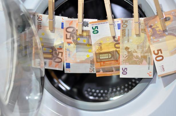 Ustawa z 30 marca 2021 r. o zmianie ustawy o przeciwdziałaniu praniu pieniędzy oraz finansowaniu terroryzmu oraz niektórych innych ustaw czeka już tylko na publikację w Dzienniku Ustaw
