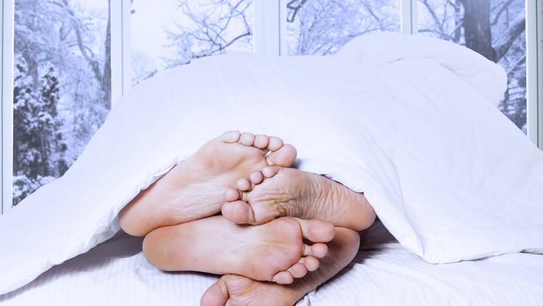 Seks z zimowej scenerii