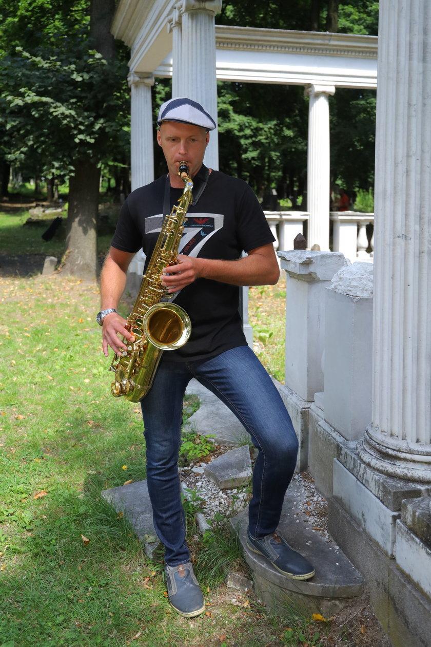 """Krzysztof Krawczyk junior napisał dla zmarłego ojca piosenkę """"Tato"""""""