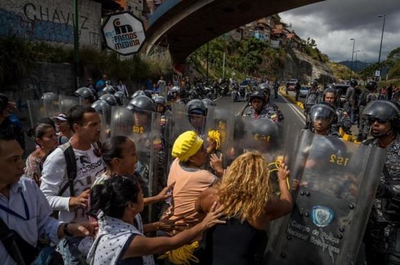 Sukobi policije i naroda