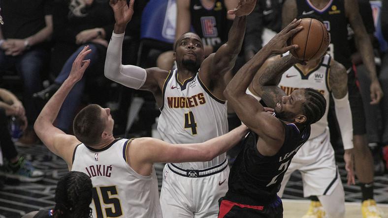 Koszykarze Denver Nuggets w meczu z LA Clippers