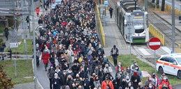 Kolejny dzień protestów. Marsz milczenia, manifestacje, znicze i kwiaty