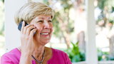 Oto najlepsze telefony dla seniora do 100 zł. Sprawdź nasze propozycje!