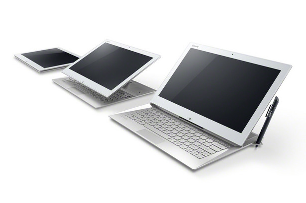 Sony VAIO Duo 13 13-calowy hybrydowy ultrabook został wyposażony w technologię Surf Slider, która umożliwia szybkie i wygodne przełączanie się pomiędzy trybem laptopa i tabletu. VAIO Duo 13 posiada również modem 3G, aparat 8mpx z automatyką ostrości oraz wytrzymały akumulator, który - zgodnie z obietnicą producenta - ma umożliwić nawet 15 godzin pracy komputera.