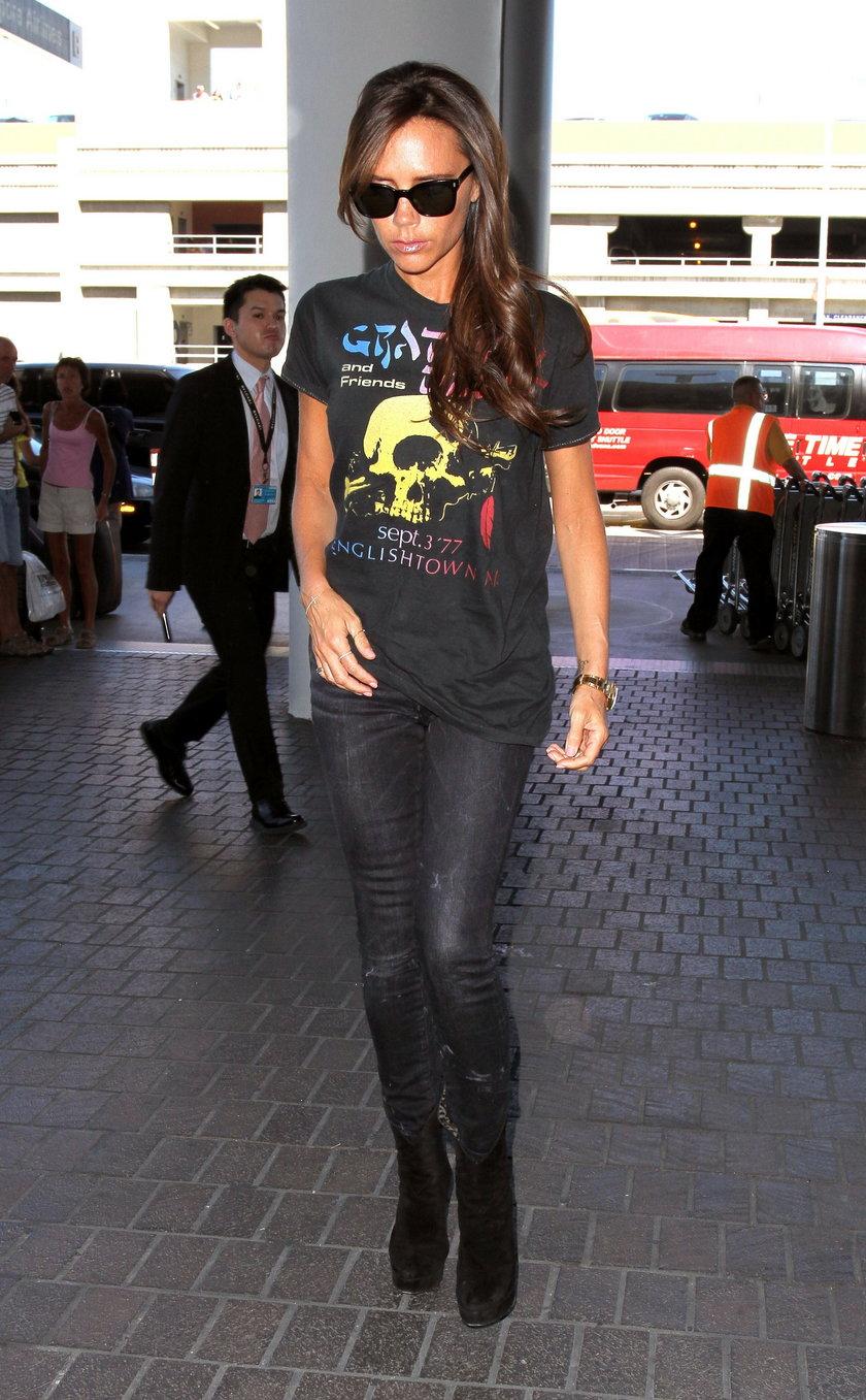 Victoria Beckham w rockowym T-shircie