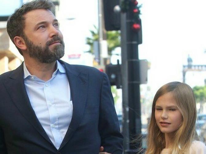 U noge ćerke Bena Afleka danas svi gledaju U ČUDU: Roditelji širom planete su se SABLAZNILI, a šta vi kažete na OVO?