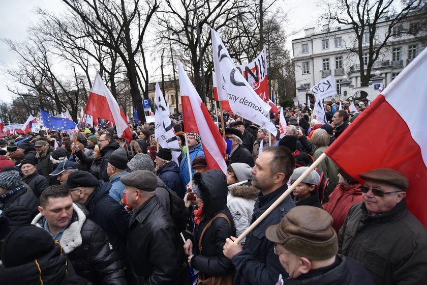 """""""PiS niszczy Trybunał Konstytucyjny"""""""