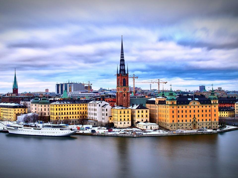 10. Szwecja. To kolejne państwo, które zachowało ubiegłoroczne miejsce na liście. Szwedzi cieszą się szczególnie długim trwaniem życia i wysokim poziomem rozwoju gospodarczego.