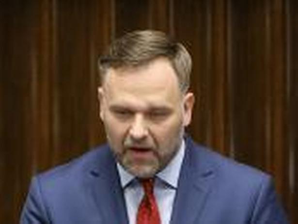 Kolejnym krokiem - zapowiedział minister skarbu - będą postępowania przed sądami i zawiadomienia do prokuratury