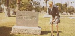Reklamuje ciuchy na cmentarzu