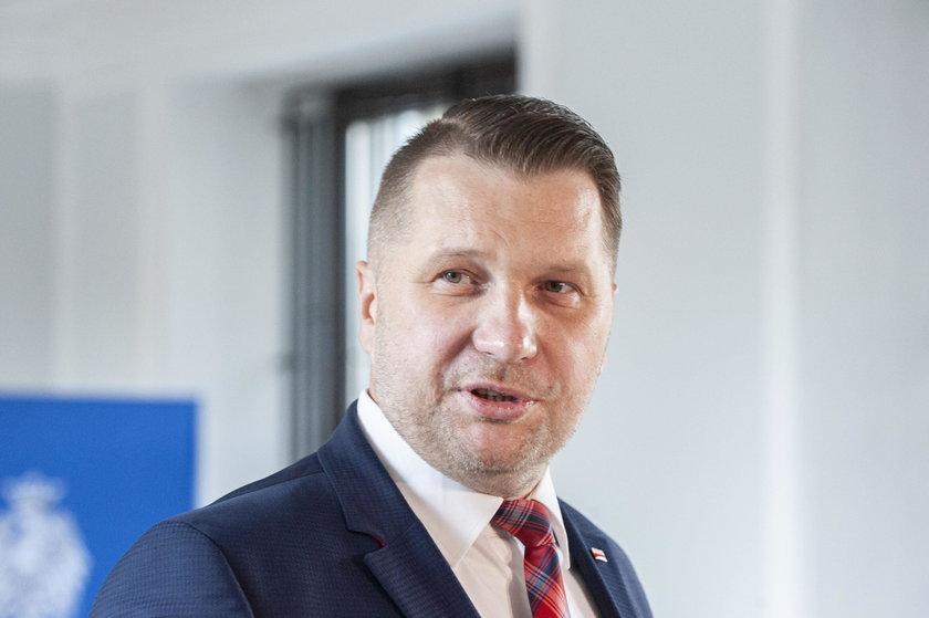 Minister Czarnek chce walczyć z otyłością wśród uczniów