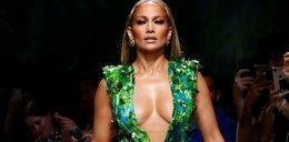 Lopez kusi w skórzanej sukience. Jak ona w tym oddychała?