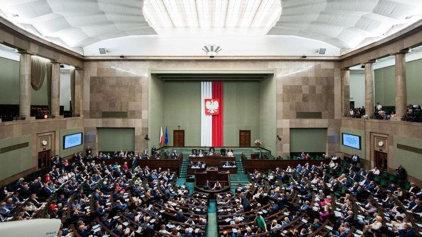 Sejm zajmie się wkrótce projektem ustawy, która gwarantuje dodatkowe 2 mld zł dla pacjentów