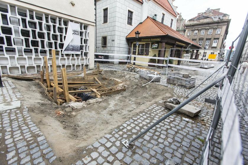 Archeolodzy badają kolejne części Starego Rynku w Poznaniu