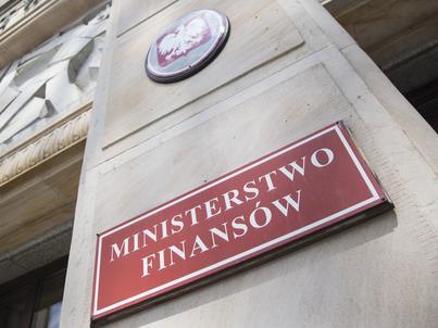 W przypadku kwalifikacji czynu jako wykroczenie skarbowe, grozi nam grzywna w wysokości od 210 zł do 42 tys. zł. Za przestępstwo skarbowe kary mogą być dużo wyższe.