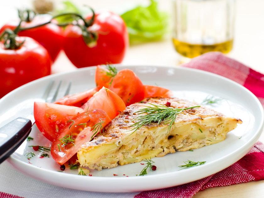 Puszysty omlet. Przepis na letnią frittatę. Przepis na puszysty omlet.