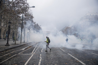 Francja: Rzecznik rządu ewakuowany z biura, gdzie wdarły się 'żółte kamizelki'