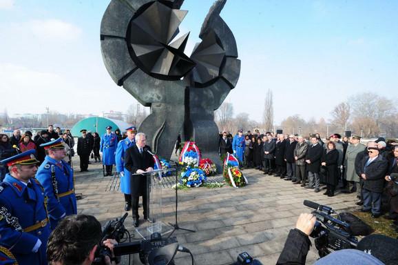 Nikolić na državnoj komemorativnoj ceremoniji na Starom sajmištu u Beogradu